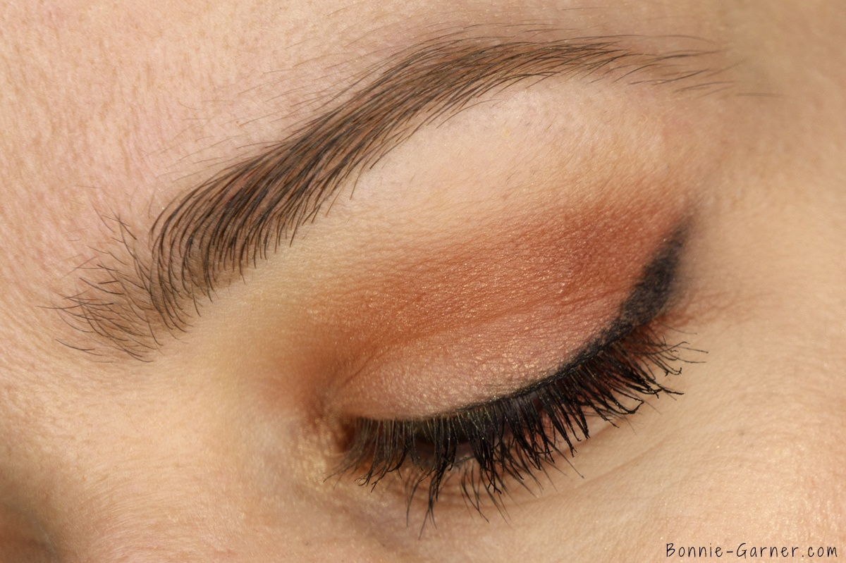 Anastasia Beverly Hills Shadow Couture World Traveler eyeshadow palette makeup look: soft peach, morocco, fudge, bellini, chic zoom