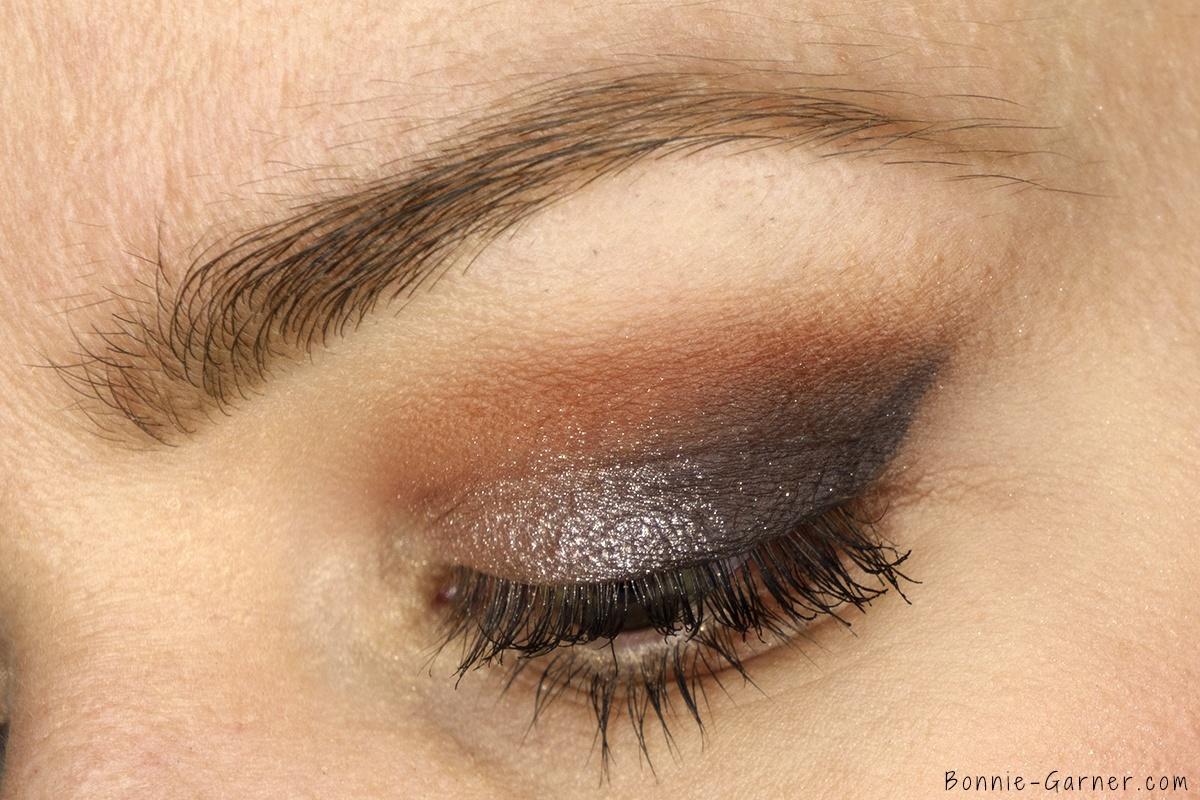 Anastasia Beverly Hills Shadow Couture World Traveler eyeshadow palette makeup look: soft peach, morocco, fudge, heirloom, pink champagne, chic zoom