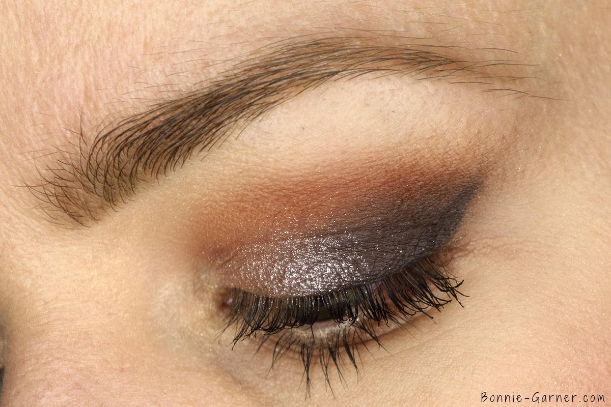 Anastasia Beverly Hills Shadow Couture World Traveler eyeshadow palette makeup look: soft peach, morocco, fudge, heirloom, pink champagne, chic zoom