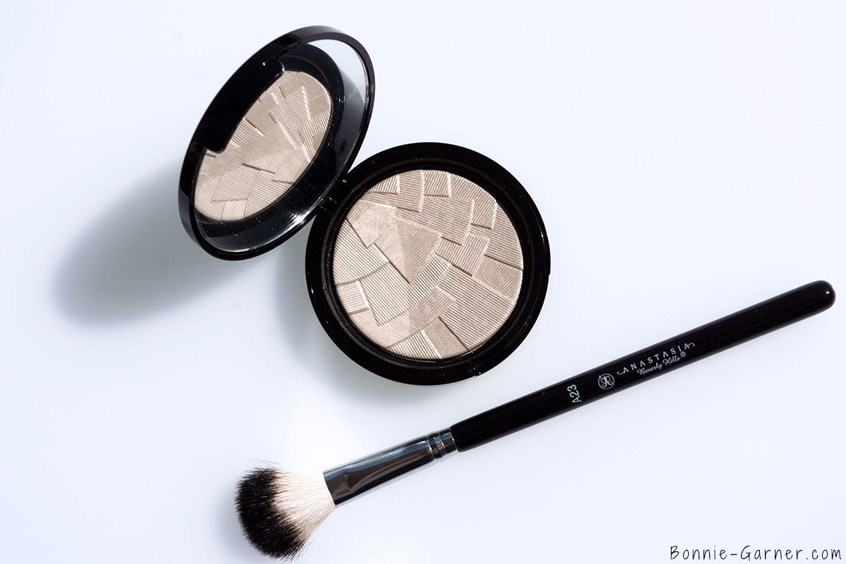 Anastasia Beverly Hills Illuminator Starlight, makeup brush A23