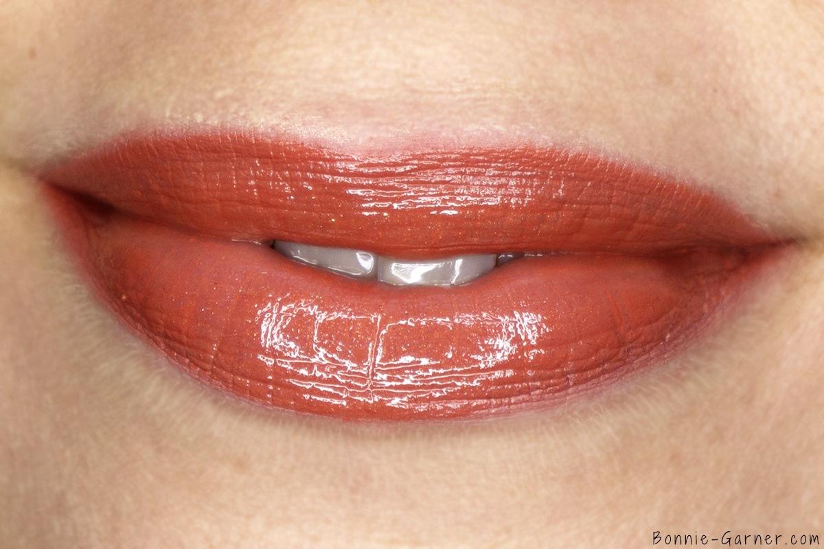 Charlotte Tilbury The Golden Goddess Lip Kit makeup look