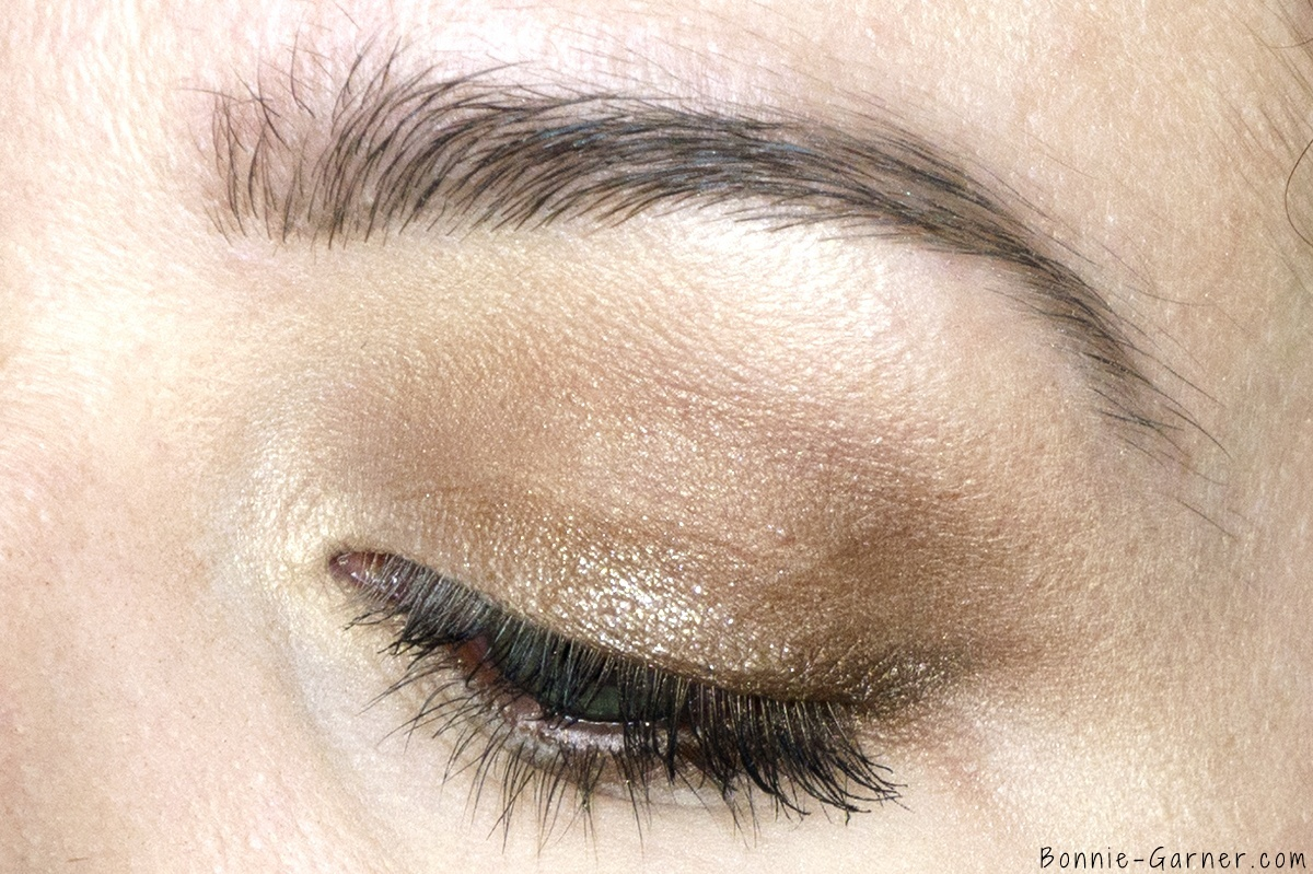 The Golden Goddess Luxury Eyeshadow Palette makeup look