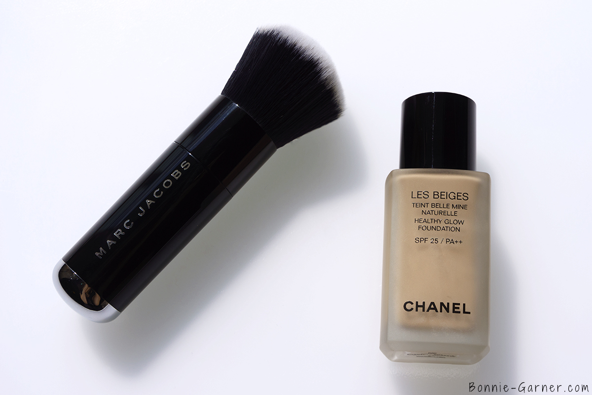 CHANEL Les Beiges Healthy Glow Foundation N°20 + Marc Jacobs foundation brush Face III