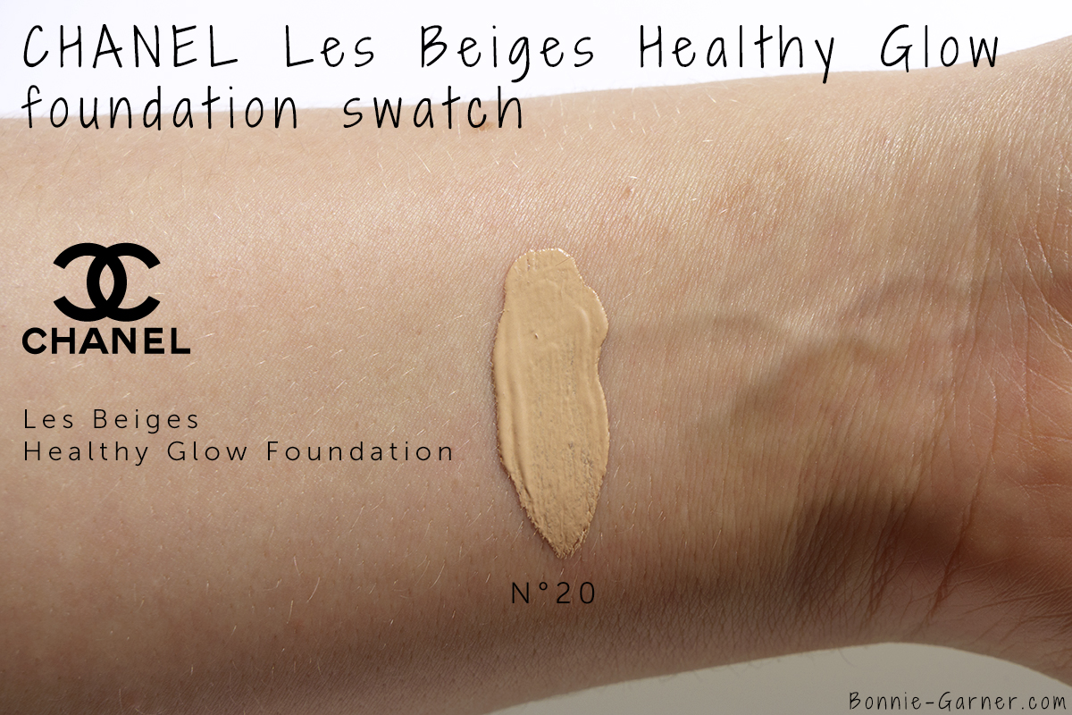 CHANEL Les Beiges Healthy Glow Foundation N°20 swatch