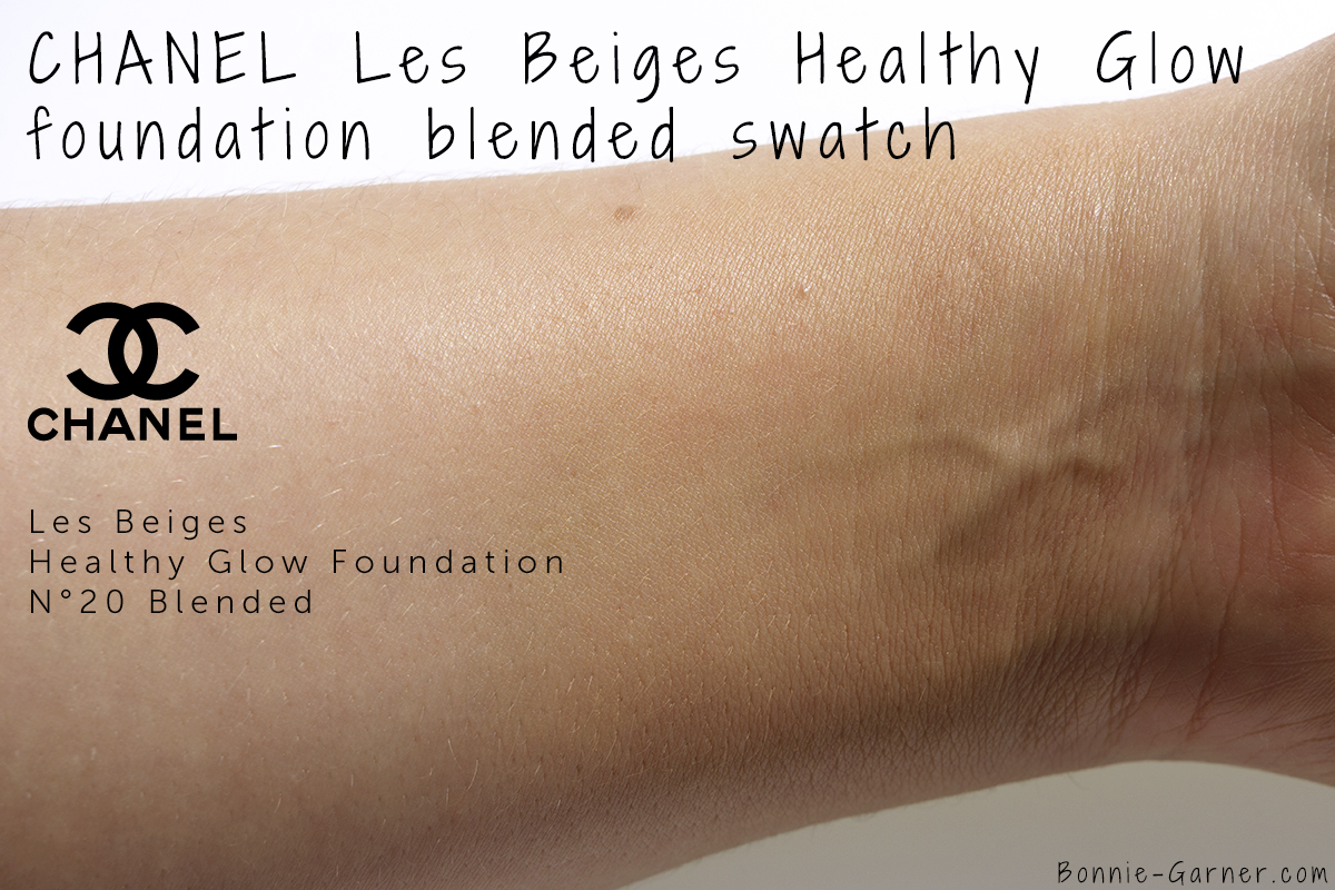CHANEL Les Beiges Healthy Glow Foundation N°20 swatch blended