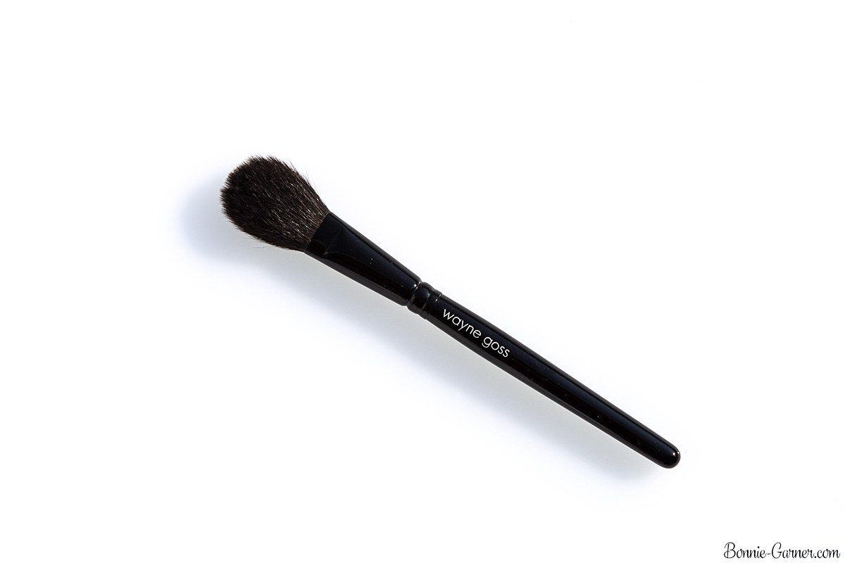 Of course, this type of brush doesn't represent the majority of Japanese brushes, but it's a small part of this craft that delights wealthy collectors! ...