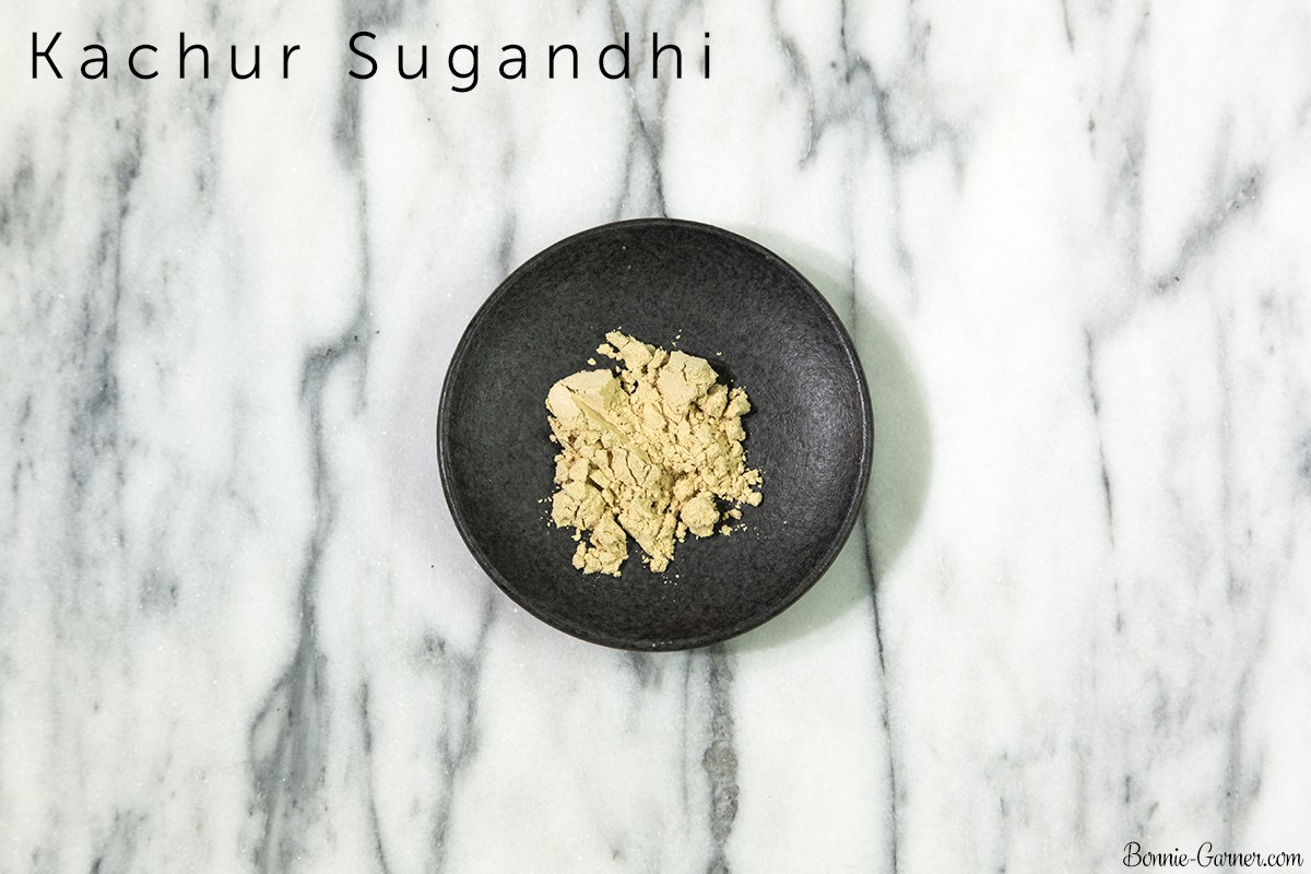 Natural dry shampoo: Kachur Sugandhi powder